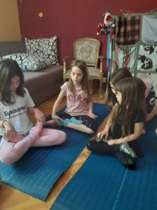 Holi Kids zoga je sistem koji je osmislila instruktorka joge Jasmina Knežević, diplomirani sociolog iz Beograda. Predvidjena je za iszrast dece od 5 do 12 godina.