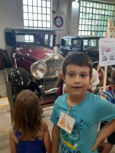 Holi Kids u muzeju automobila
